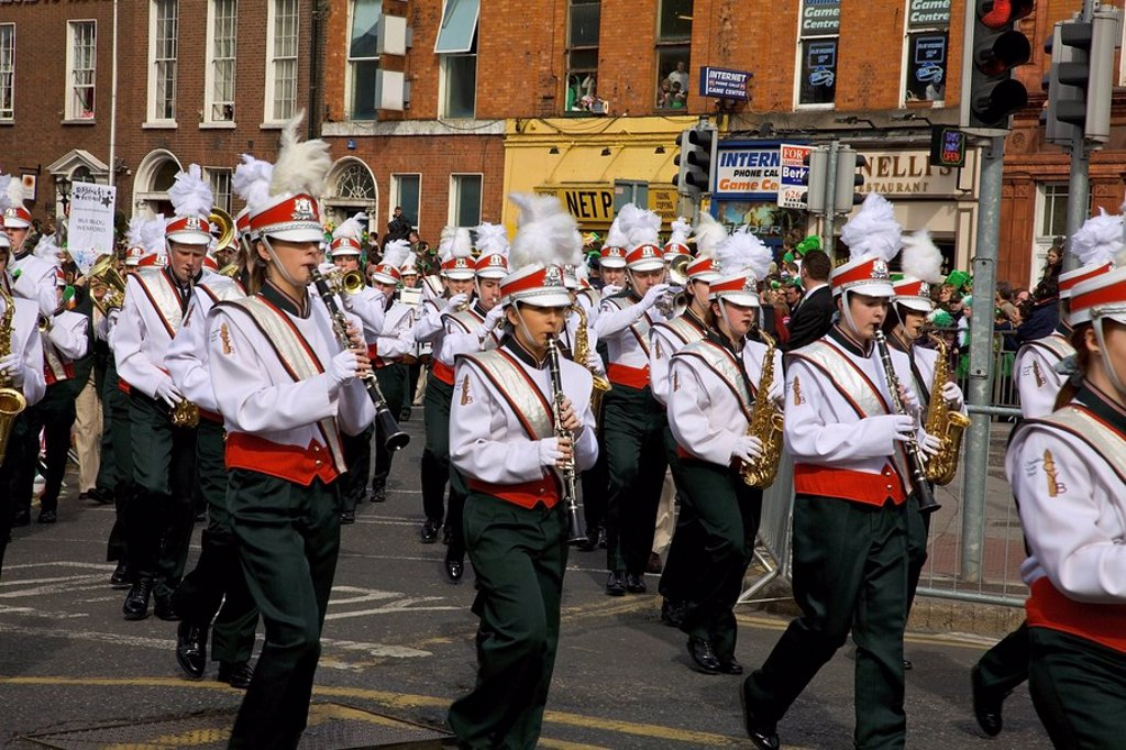 Dublin, ireland, clondalkin youth band playing in a parade on o´connell street : Stock Photo