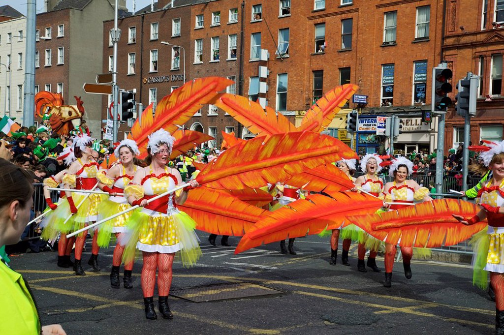 Stock Photo: 1812-11695 Dublin, Ireland, Women In Costume Dance With Large Feathers As Part Of A Parade On O´connell Street
