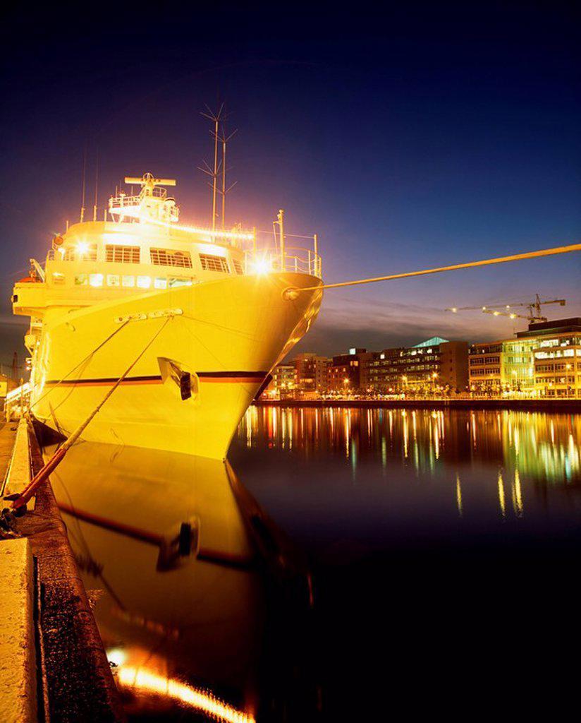 Stock Photo: 1812-12536 Bremen Cruise Liner & Ifsc, Sir John Rogerson´s Quay, Dublin, Ireland