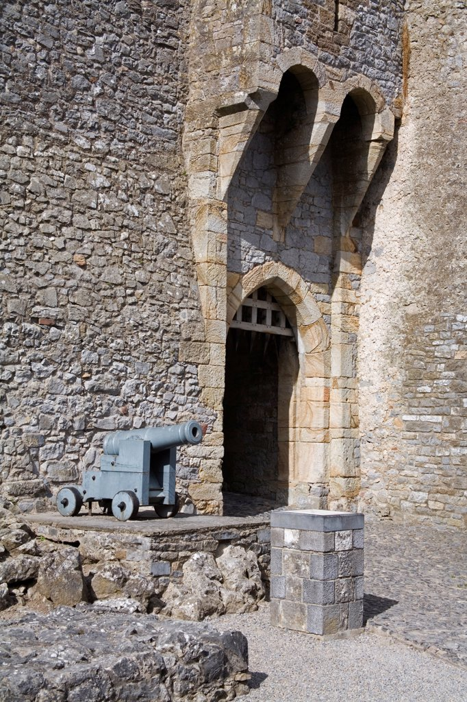 Stock Photo: 1812-17268 Cahir Castle, Cahir, County Tipperary, Ireland; 12Th Century Castle With Cannon