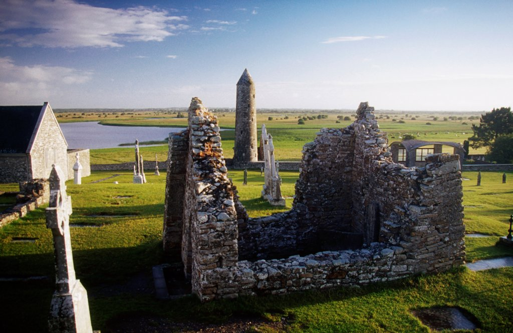 Temple Kelly And Round Tower, Clonmacnoise, County Offaly, Ireland : Stock Photo