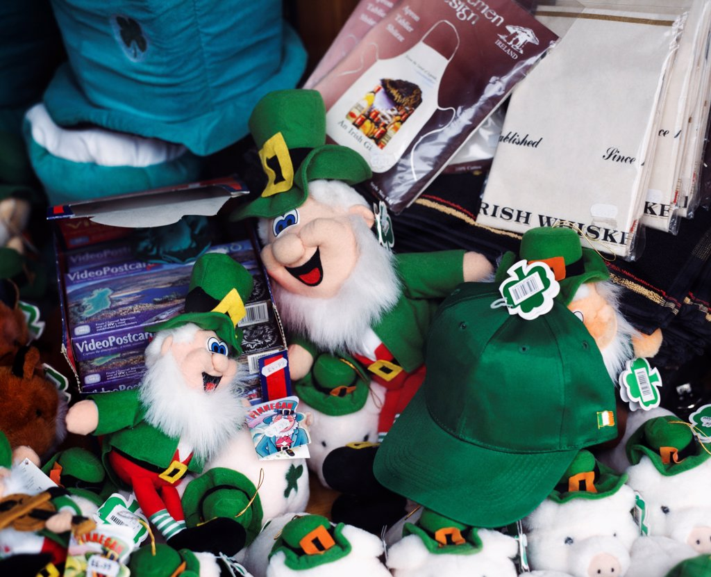 Stock Photo: 1812-17420 Ireland; Irish Souvenirs, Including Leprechaun Dolls, In Shop Window