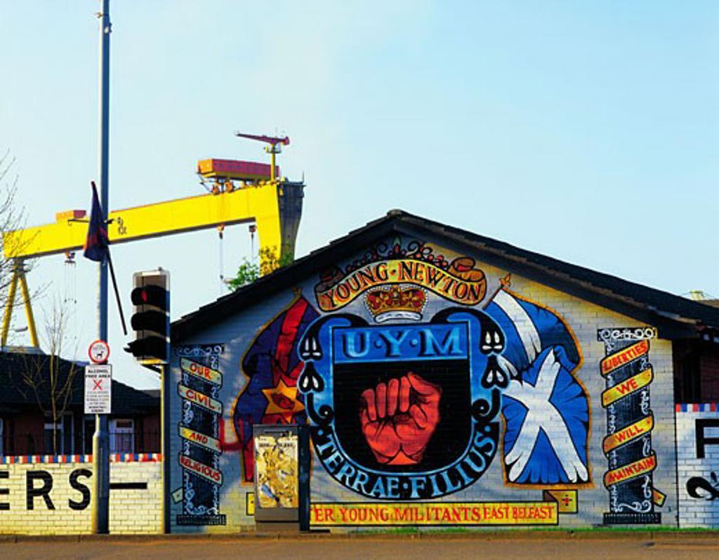 Stock Photo: 1812-1899 Belfast, Newtownards Road, Loyalist Mural