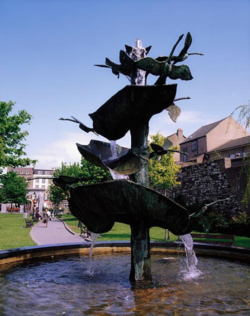 Bishop Lucey Park, Cork City, Co Cork, Ireland, Sculptured bronze fountain of swans : Stock Photo