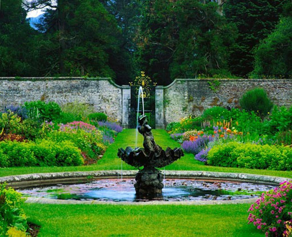 Fountain & Double Herbaceous Border, Powerscourt Gardens, Co Wicklow, Ireland : Stock Photo