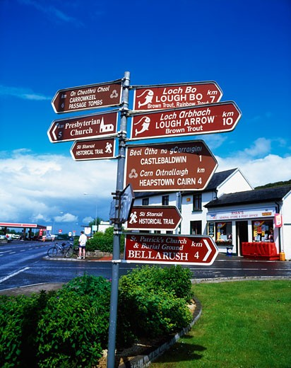 Stock Photo: 1812-3625 Signpost, Castlebaldwin, Co Sligo, Ireland