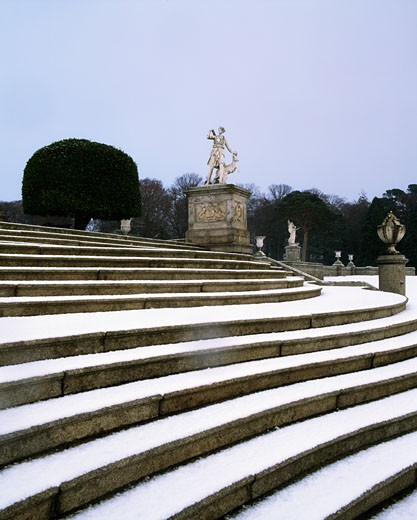 Powerscourt Gardens Co Wicklow, Terraces and Statuary Garden, In Winter : Stock Photo