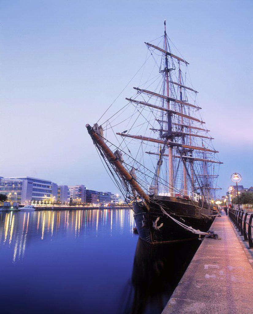 Tall Ship & IFSC, Sir John Rogerson´s Quay, Dublin, Ireland : Stock Photo