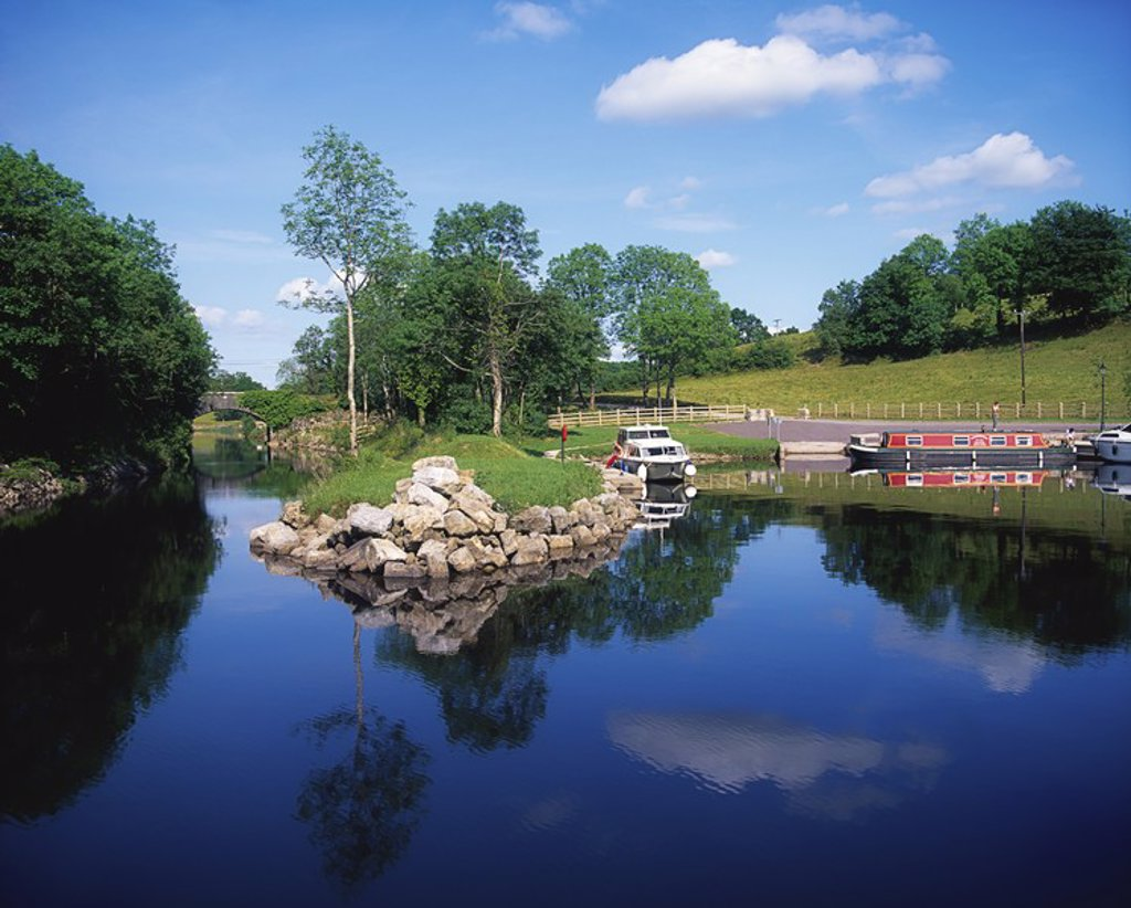 Stock Photo: 1812R-13473 Cruising, Lough Garadice, Co Leitrim, Shannon Erne Waterway, Ireland