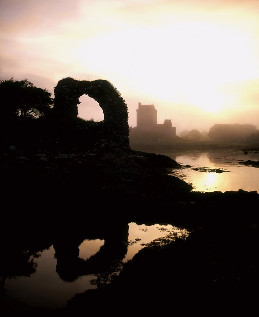 Stock Photo: 1812R-14660 Dunguire Castle, Kinvarra, Co Galway, Ireland