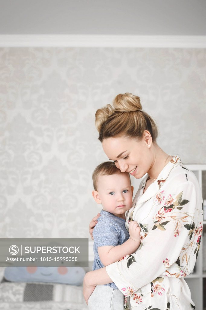 Stock Photo: 1815-15995358 Mother with her little boy in the bedroom