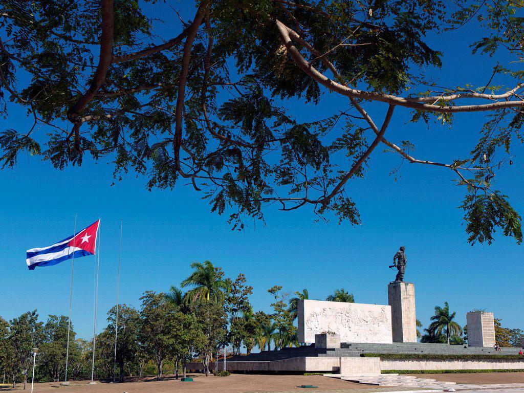 Stock Photo: 1815-107702 Cuba, Santa Clara, View of Memorial del Ernesto Che Guevara with Cuban flag