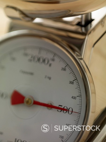 Stock Photo: 1815-109781 Kitchen scale showing 500 gram, close up