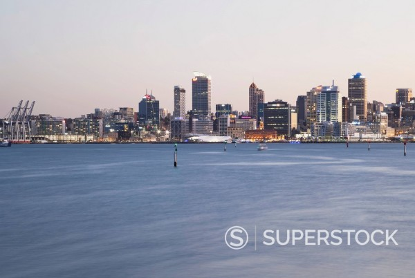 Stock Photo: 1815-128400 New Zealand, Auckland, View of city during sunset