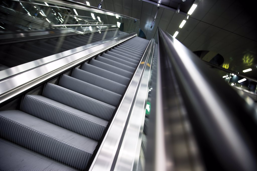 Stock Photo: 1815-47004 Germany, Berlin, Central Station, Escalator, Low angle view