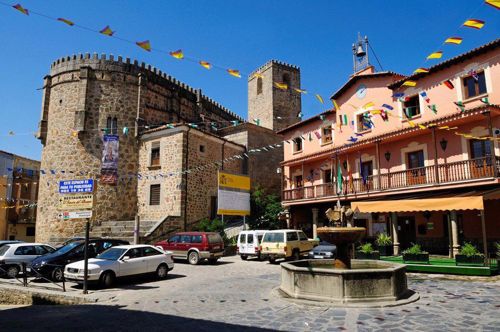 Europe, Spain, Extremadura, Sierra de Gredos, Jarandilla de la Vera, View of Plaza Mayor at city square : Stock Photo
