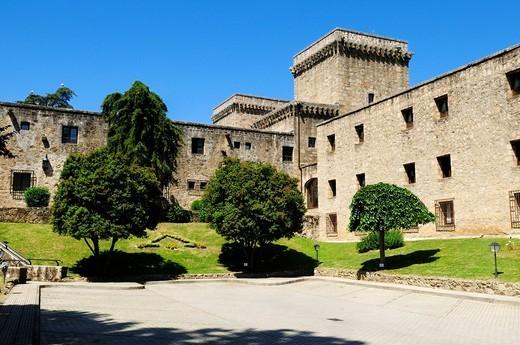 Europe, Spain, Extremadura, Sierra de Gredos, Jarandilla de la Vera, View of parador hotel : Stock Photo