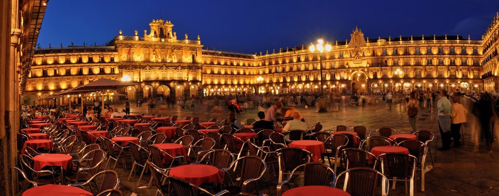 Stock Photo: 1815-88540 Europe, Spain, Castile and Leon, Salamanca, View of people near Plaza Mayor at night
