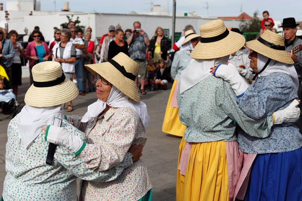 Spain, Canary Islands, Lanzarote, Traditional folk group at the market of Teguise : Stock Photo