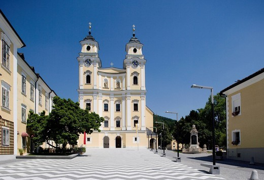 Austria, Salzkammergut, Mondsee, Basilica, View of church : Stock Photo