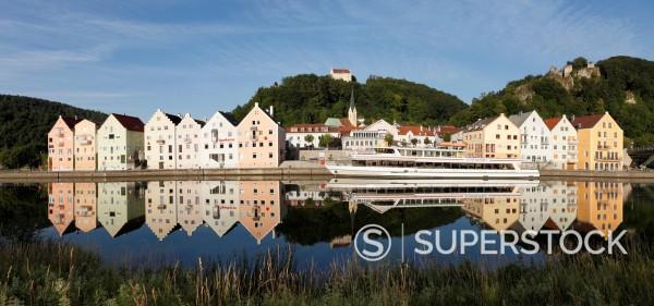 Germany, Bavaria, Lower Bavaria, View of Riedenburg with Rosenburg and Tachenstein castle : Stock Photo