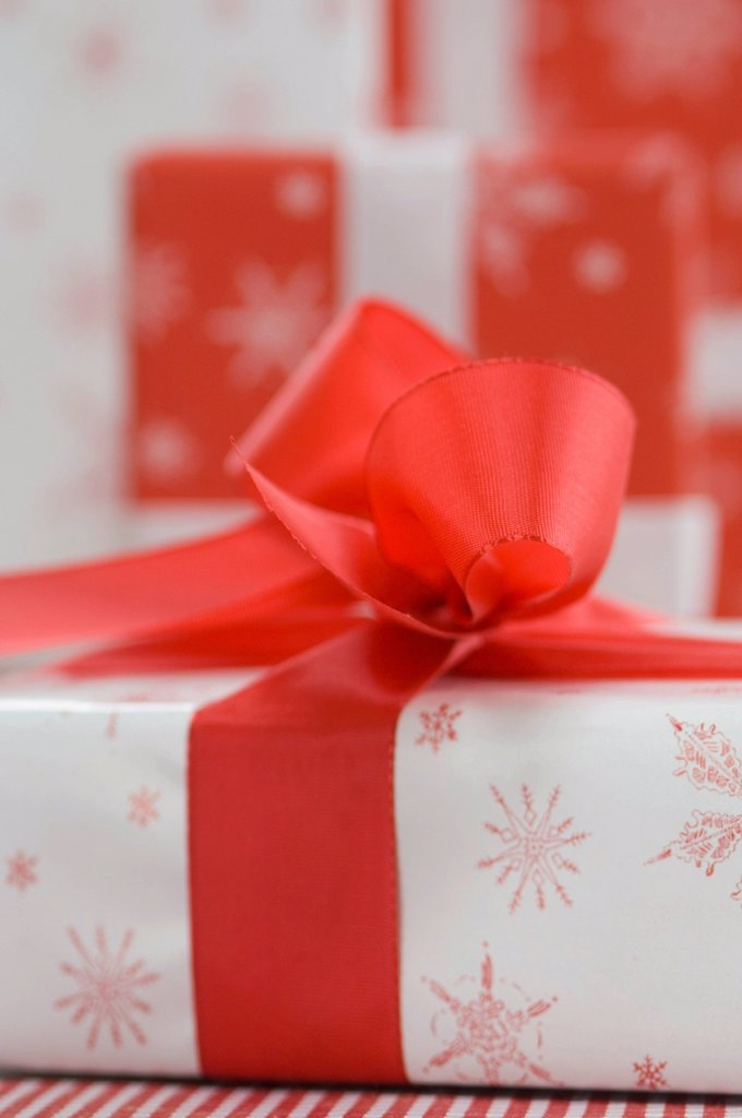 Stock Photo: 1815R-104017 Stack of christmas gift, close up