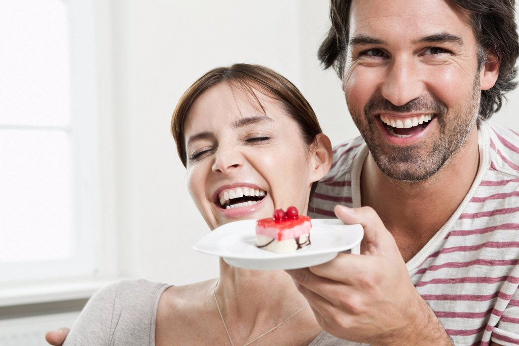 Stock Photo: 1815R-104838 Germany, Berlin, Man surprising woman with serving cake