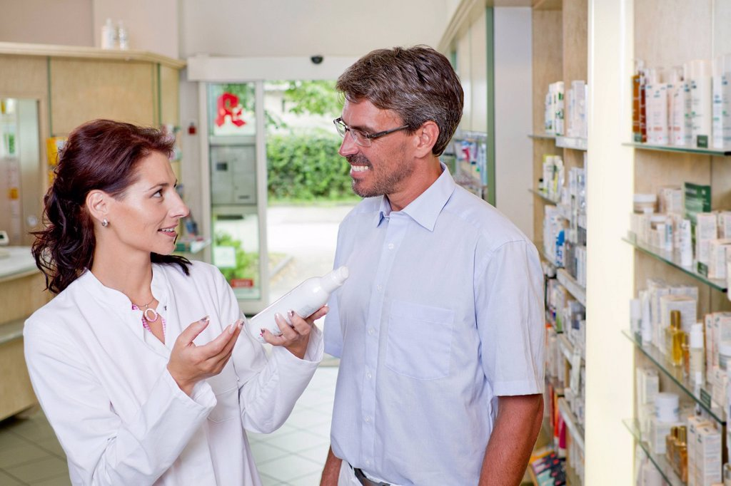 Stock Photo: 1815R-106688 Germany, Brandenburg, Pharmacist explaining prescription to mature man