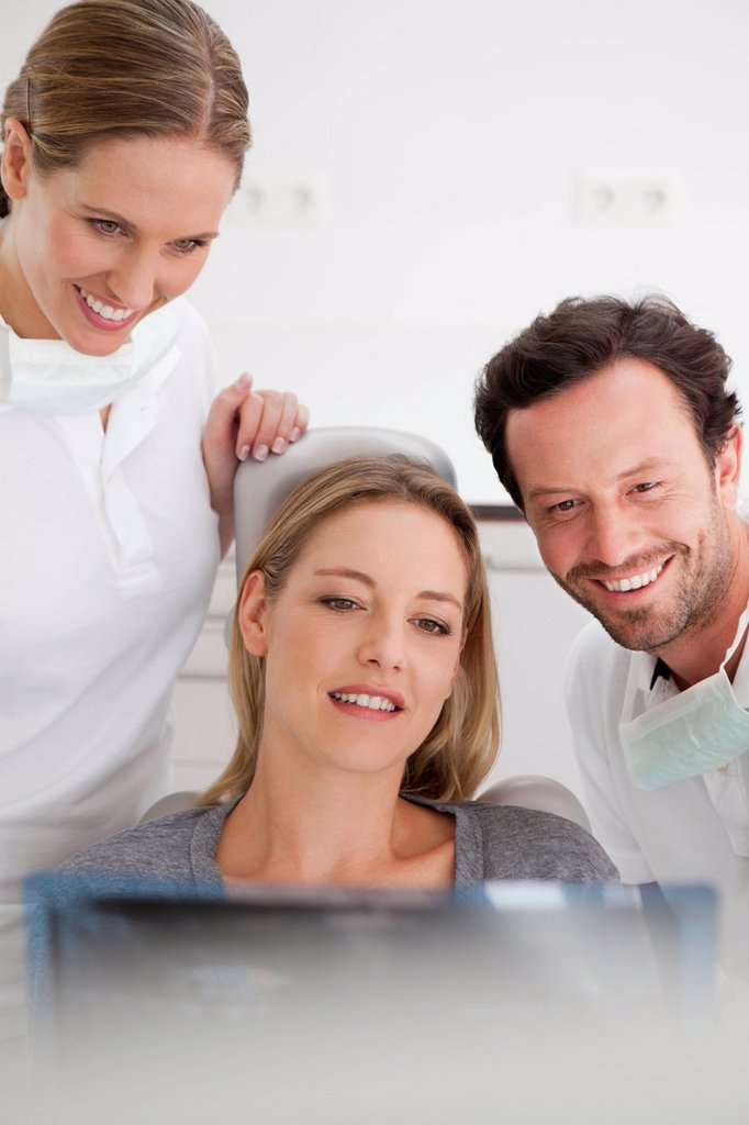 Stock Photo: 1815R-111376 Germany, Dentist with patient viewing x ray