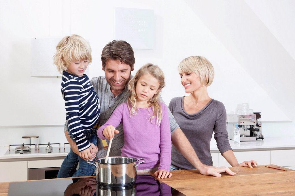 Stock Photo: 1815R-114731 Germany, Bavaria, Munich, Family preparing food in kitchen