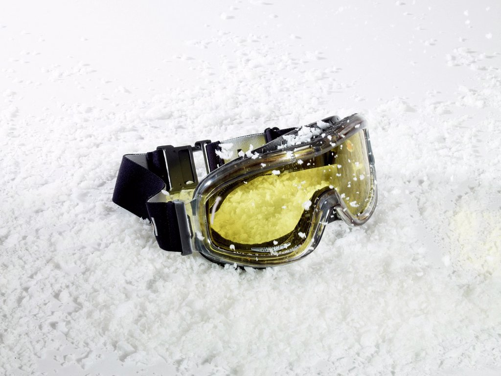 Stock Photo: 1815R-129939 Ski Goggles on ice, close up