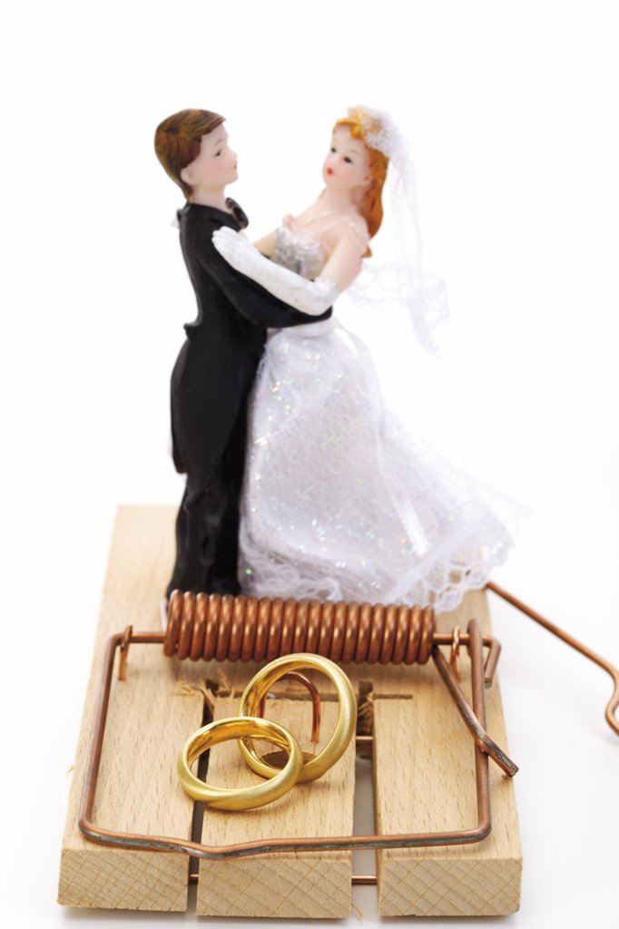 Stock Photo: 1815R-13392 Wedding couple figurines standing on mouse trap, close-up