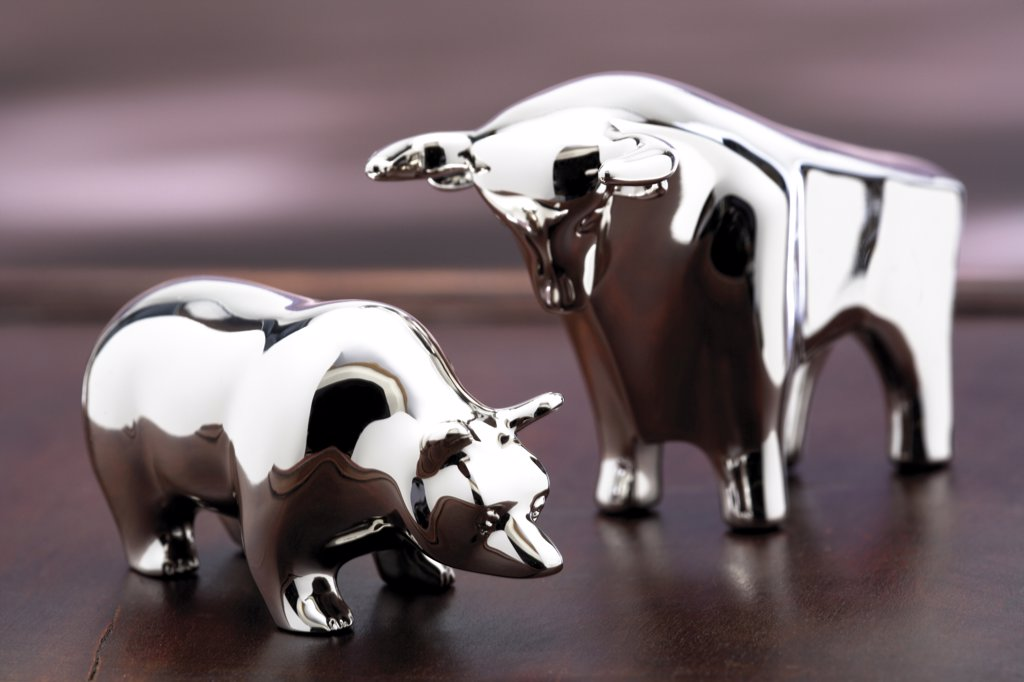 Bull and bear figurine, close-up : Stock Photo