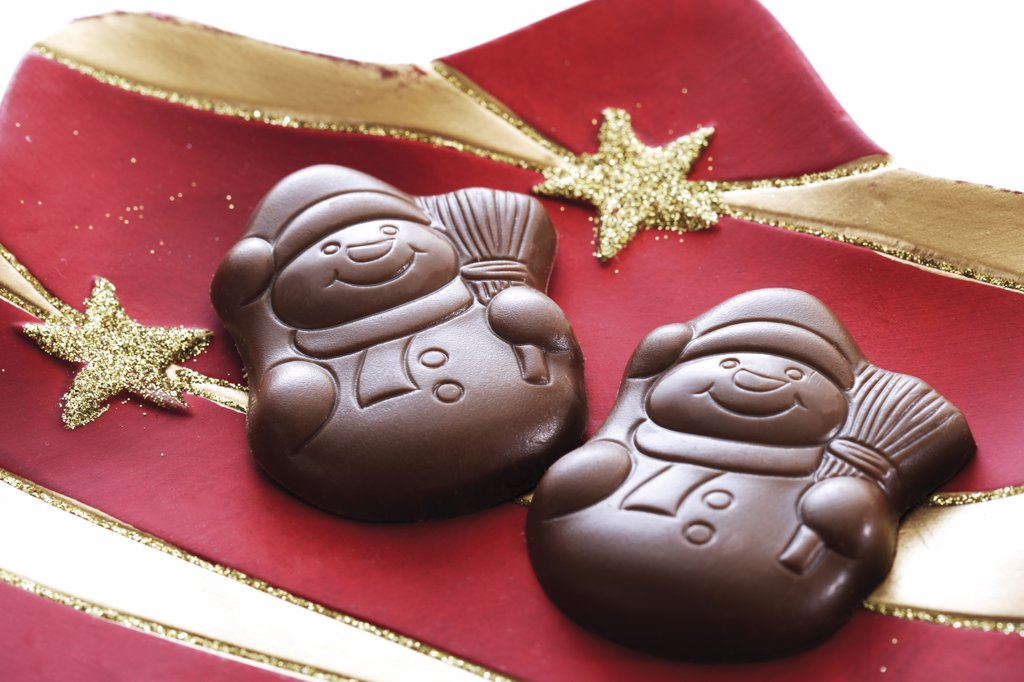 Stock Photo: 1815R-14672 Chocolate snowmen on Christmas plate