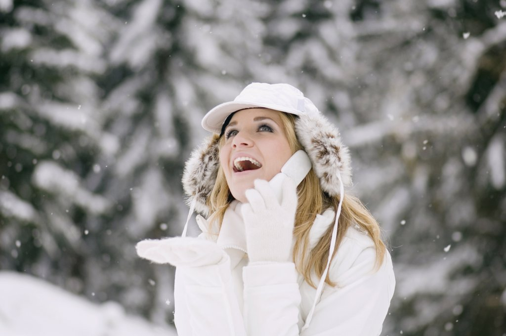 Stock Photo: 1815R-19295 Austria, Salzburger Land, Altenmarkt, Young woman using phone in the snowy woods