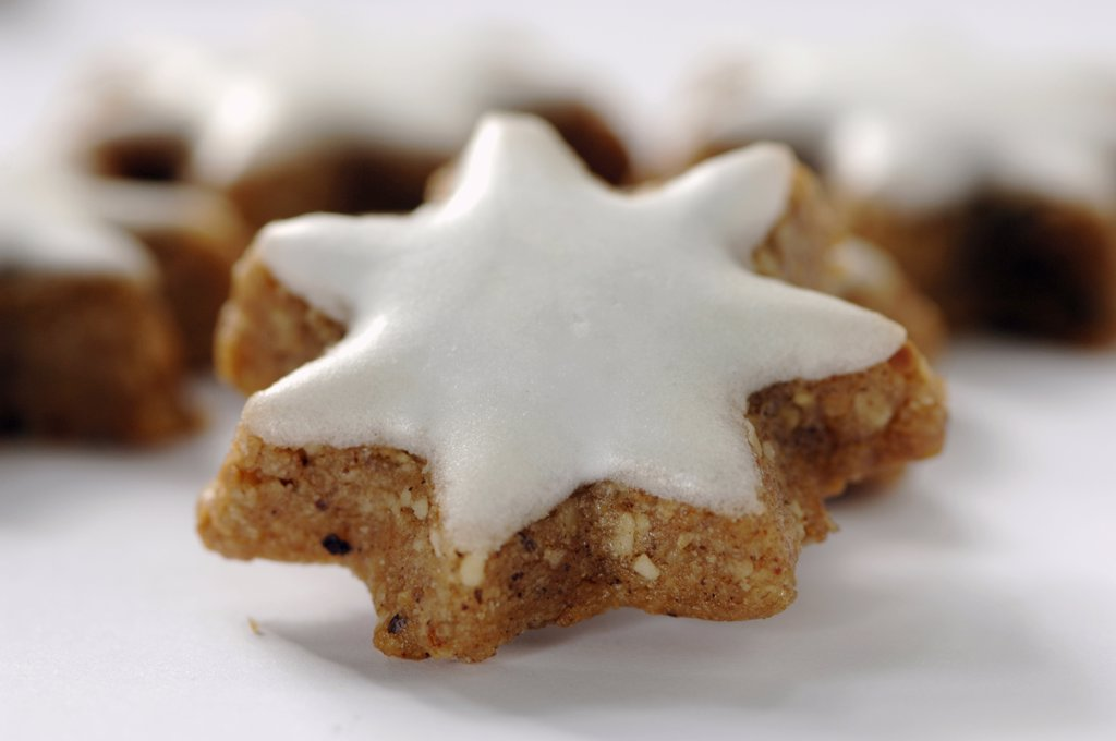 Christmas cookies with cinnamon, Zimtstern : Stock Photo