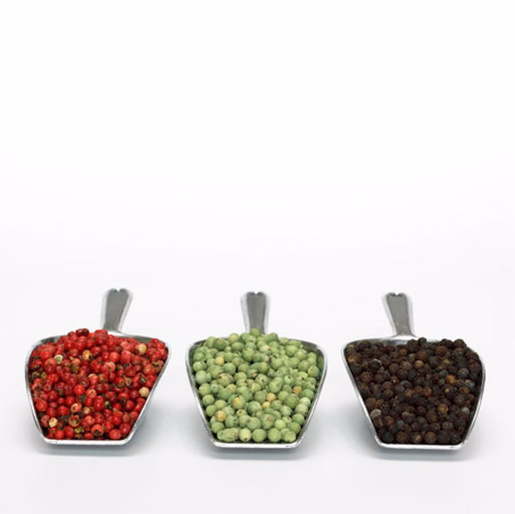 Stock Photo: 1815R-24993 Three type of peppercorns in scoop, close-up