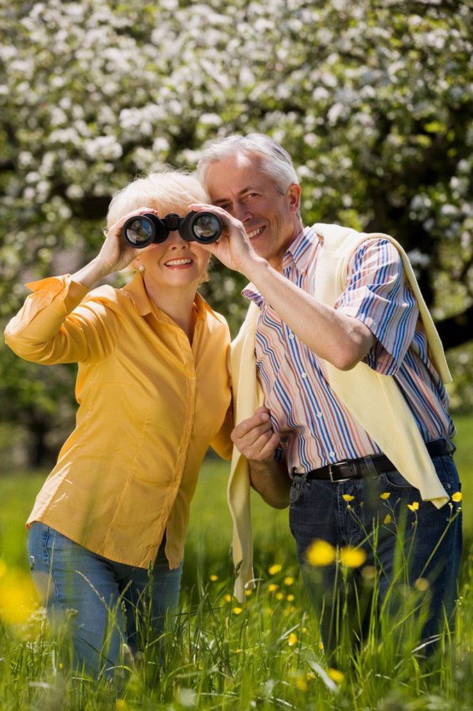 Stock Photo: 1815R-31490 Germany, Baden Württemberg, Tübingen, Senior couple, senior woman looking through binoculars