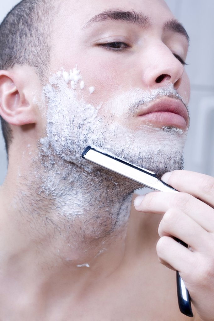 Man shaving with razor, close-up : Stock Photo