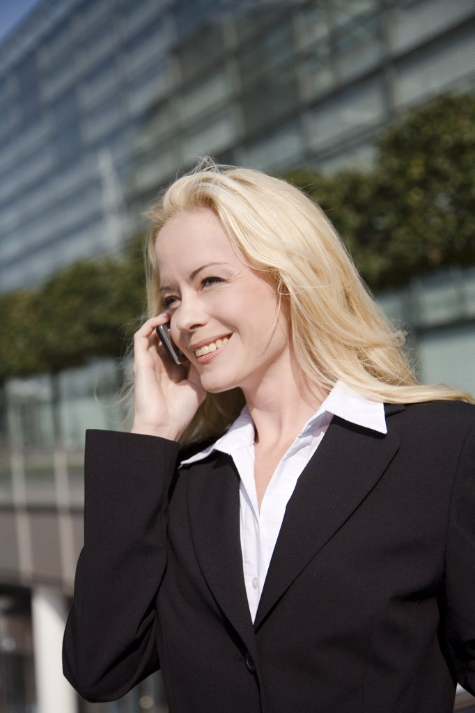 Stock Photo: 1815R-32237 Business woman phoning, portrait