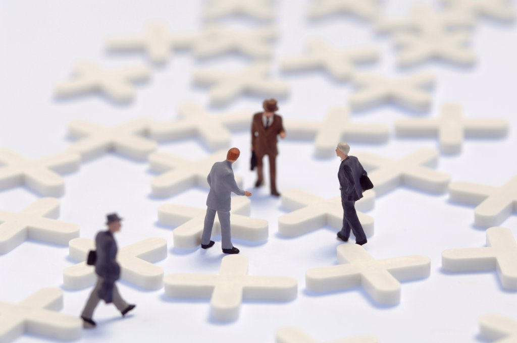 Stock Photo: 1815R-3449 Business network, figurines on cross-shaped latic pieces
