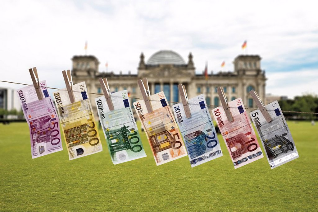 Stock Photo: 1815R-51683 Germany, Berlin, Euro bank notes hanging on clothesline, Reichstag building in background