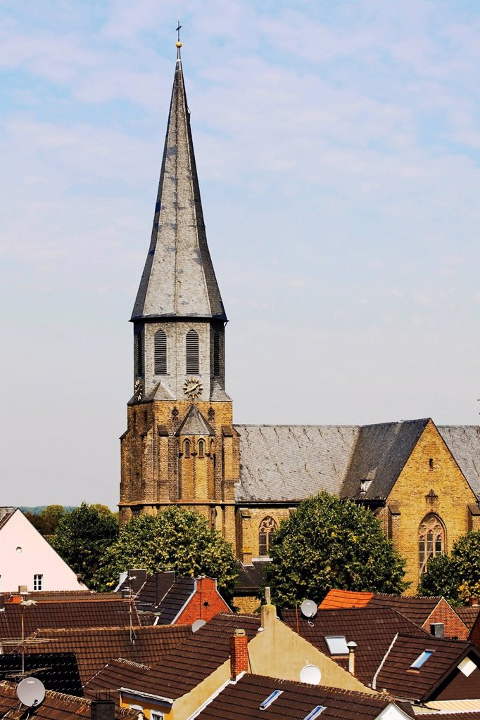 Stock Photo: 1815R-53087 Germany, North Rhine Westphalia, Zons, Parish church St. Martinus