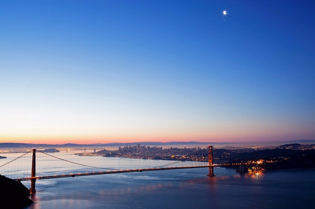 Stock Photo: 1815R-55231 USA, California, San Francisco, Golden Gate Bridge at twilight