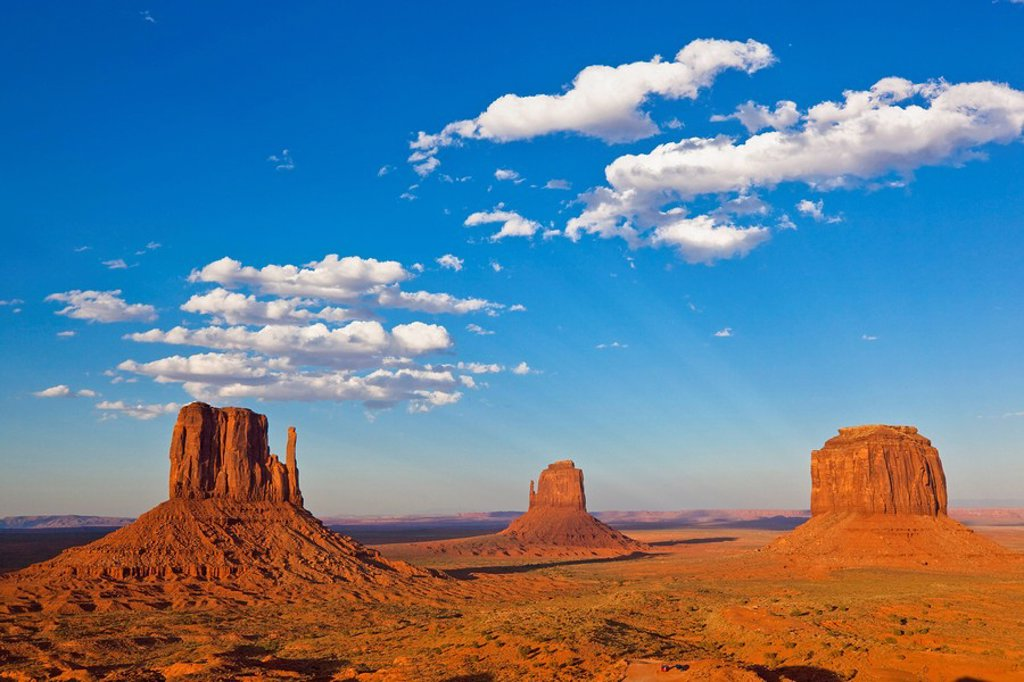 Stock Photo: 1815R-55425 USA, Arizona, Monument Valley Tribal Park, West Mitten Butte