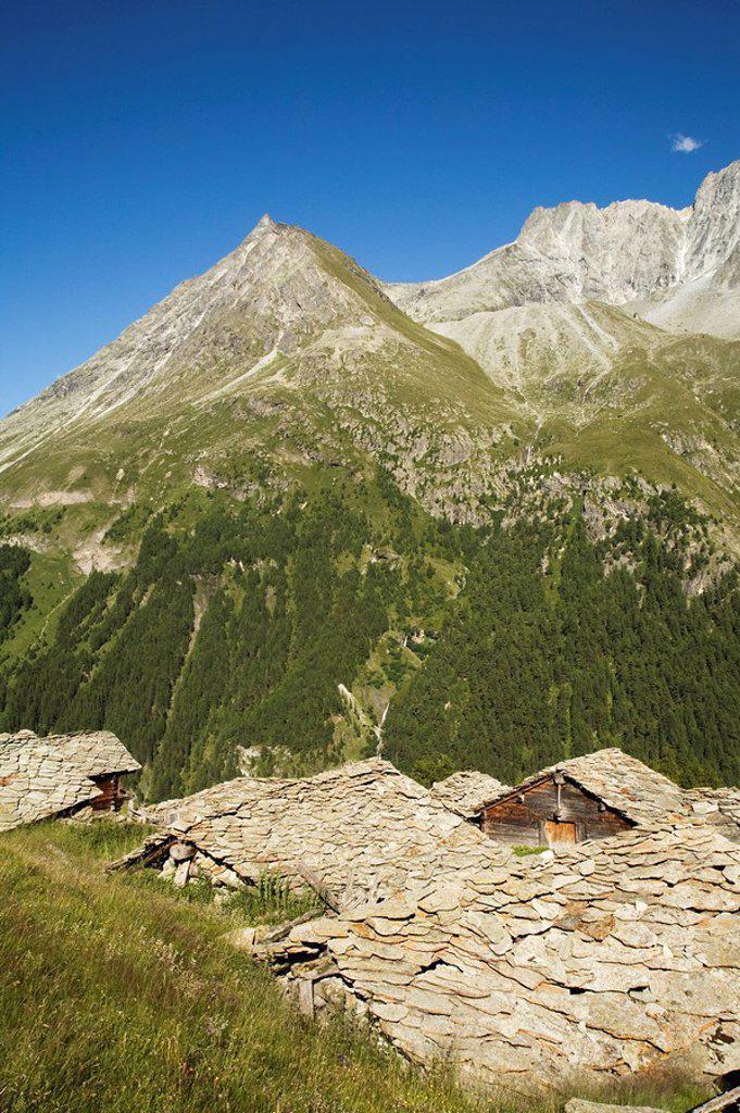 Switzerland, Wallis Alps, Val d´Herens, Mountain pasture, Alpine huts : Stock Photo