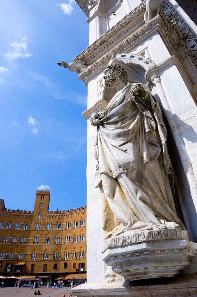 Italy, Tuscany, Siena, Palazzo Pubblico, Piazza del Campo, Statue : Stock Photo