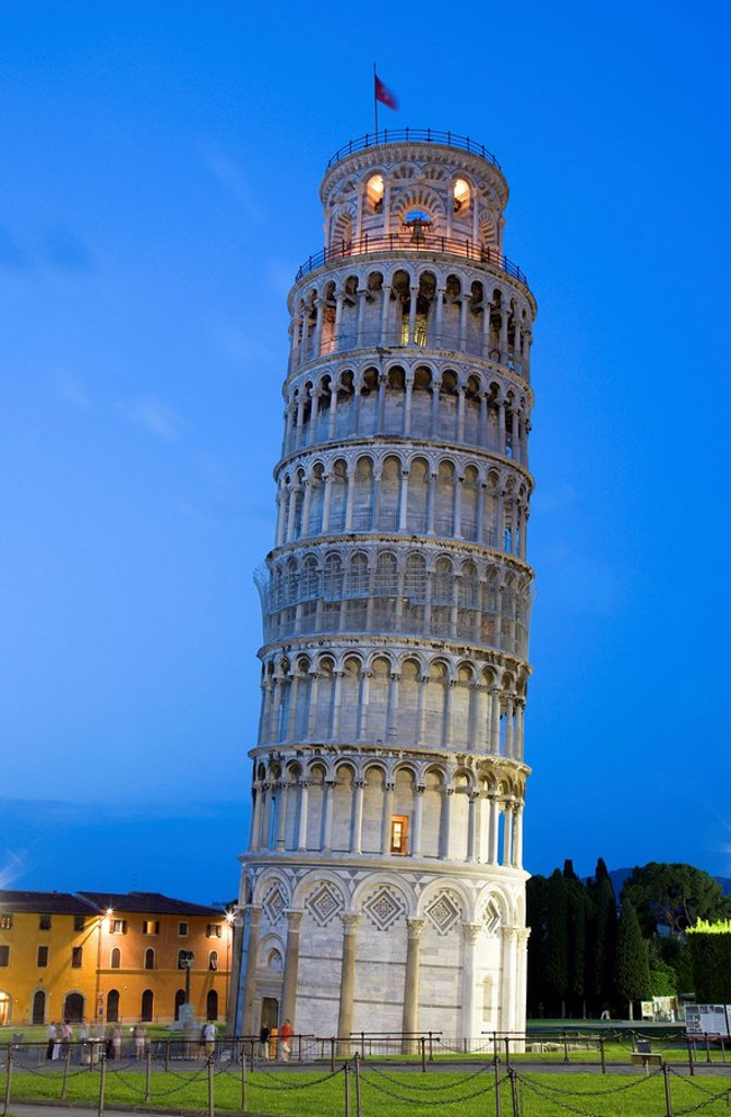 Stock Photo: 1815R-59912 Italy, Tuscany, Pisa, Piazza dei Miracoli, Square of Miracles, Leaning Tower at twilight