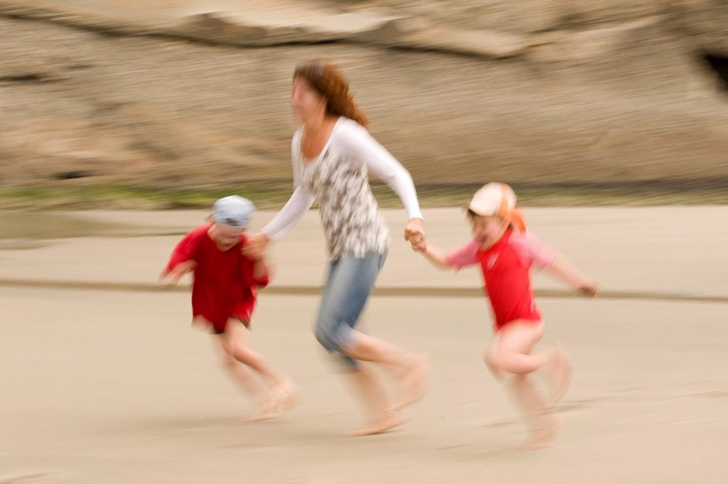 Stock Photo: 1815R-61110 New Zealand, Cape Farewell, Woman with children 4_5 6_7 on the beach, having fun