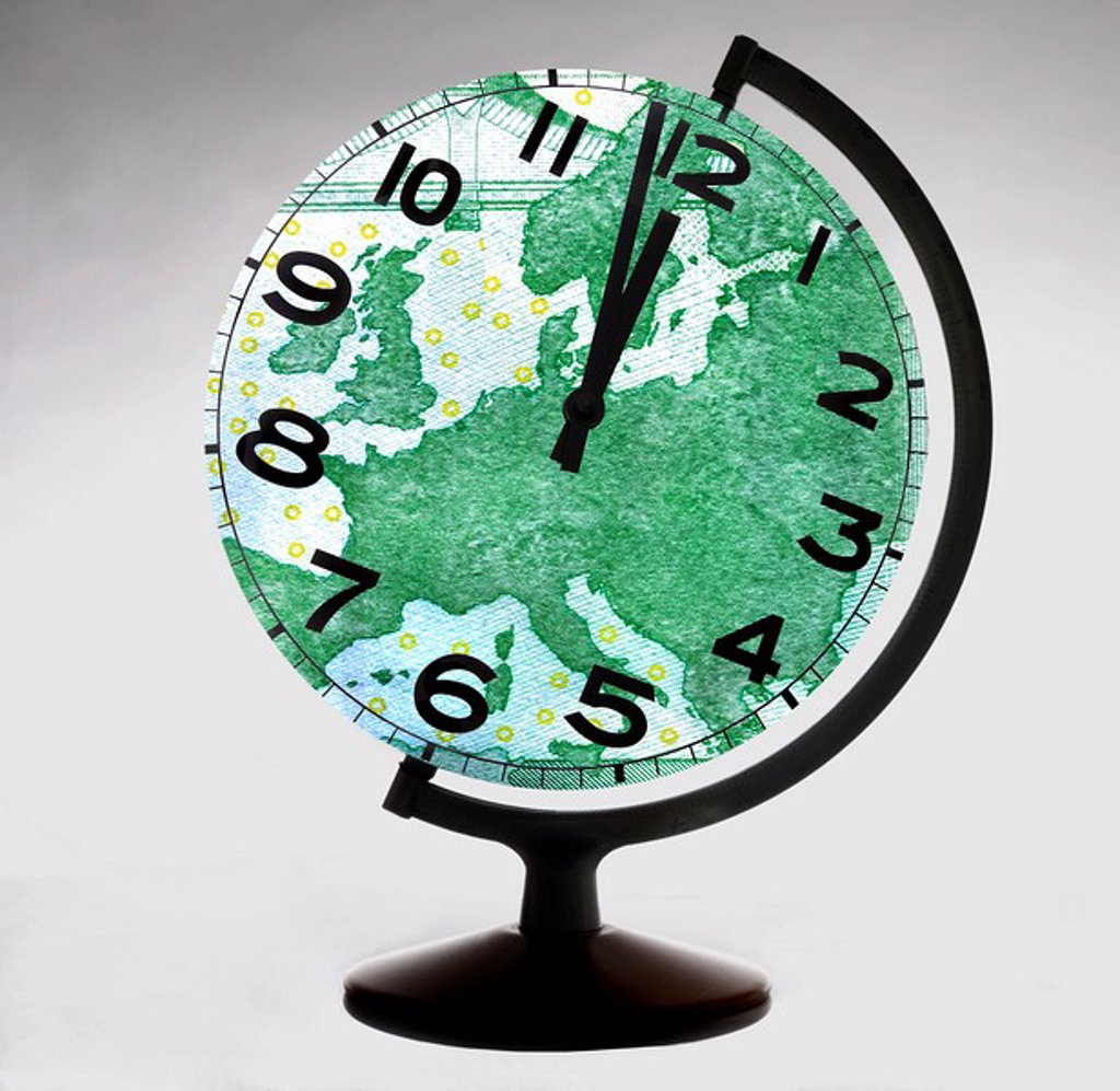 Stock Photo: 1815R-61614 Globe_shaped clock, digital composite